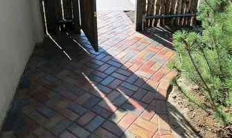 Example of a brick pattern for entry walkway